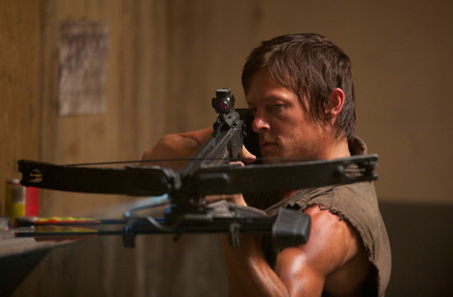 Daryl-Dixon-Crossbow-Walking-Dead